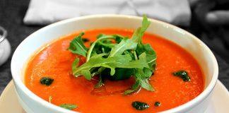 Mancare traditionala Spania: supa spaniola de rosii.